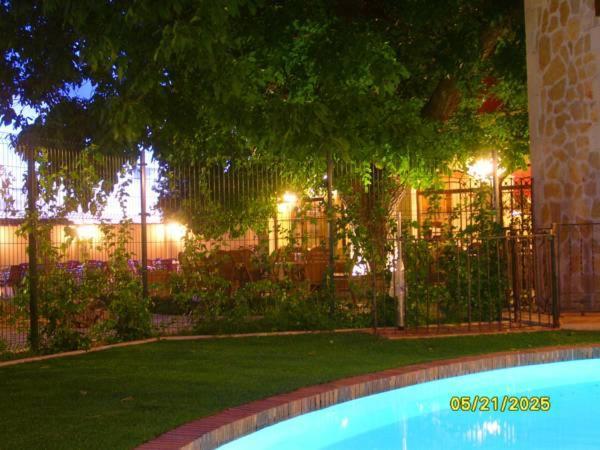 Hotel Pictures: Apartamentos El Nogal, Madrona