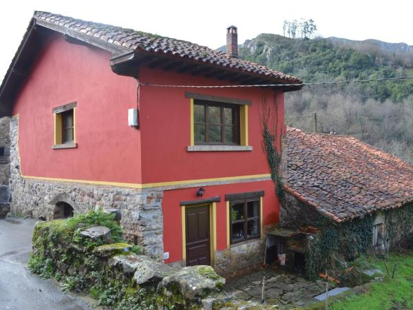 Hotel Pictures: La Casa Roja, Tornín