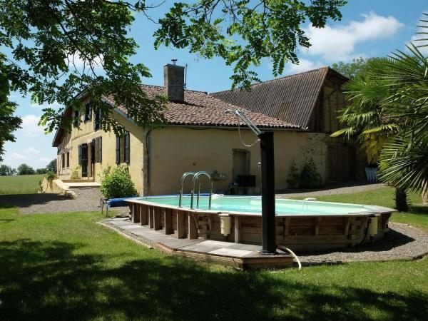 Hotel Pictures: Entre Vic Fezensac Et Bassoues Dans Le Gers, Montesquiou
