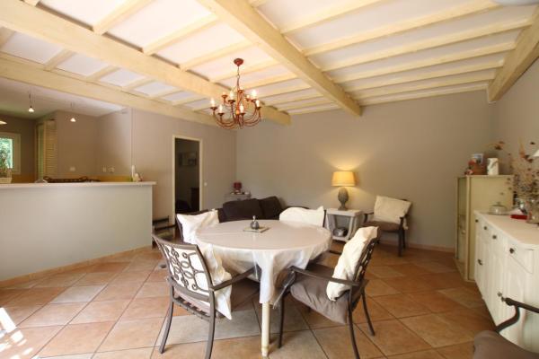 Hotel Pictures: Maison avec jardinet accès piscine, Saint-Didier