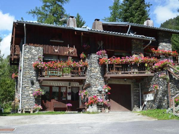 Hotel Pictures: Chalet Le Rocher Gris, Valfréjus