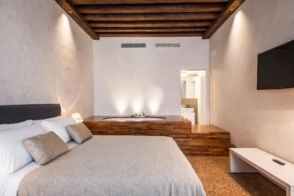 Foto Hotel: MyPlace Campo Santa Margherita Apartments, Venezia