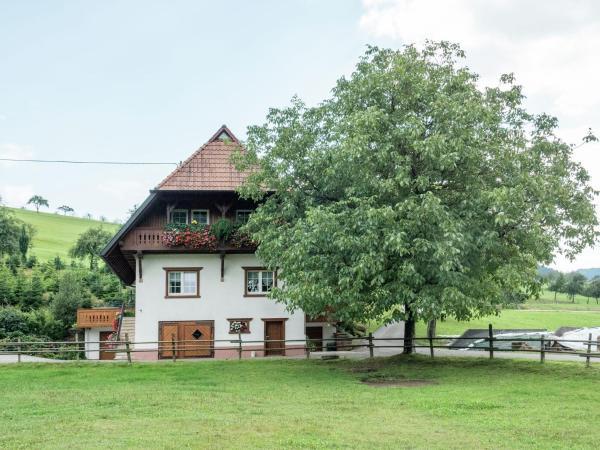Hotel Pictures: Apartment Ferien Auf Dem Bauernhof 2, Oberharmersbach