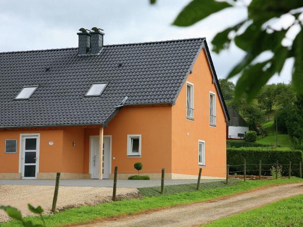 Hotel Pictures: Ferienhaus Eifelimpression, Wallersheim