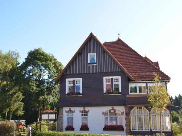 Hotel Pictures: Fachwerkvilla Am Kurpark, Benneckenstein