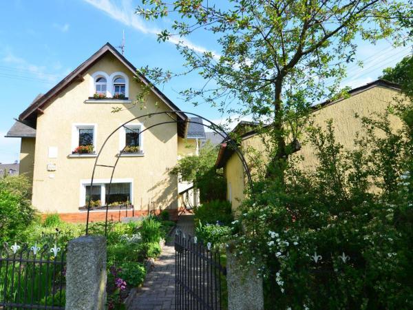 Hotel Pictures: Apartment Zum Schmied 1, Wunsiedel