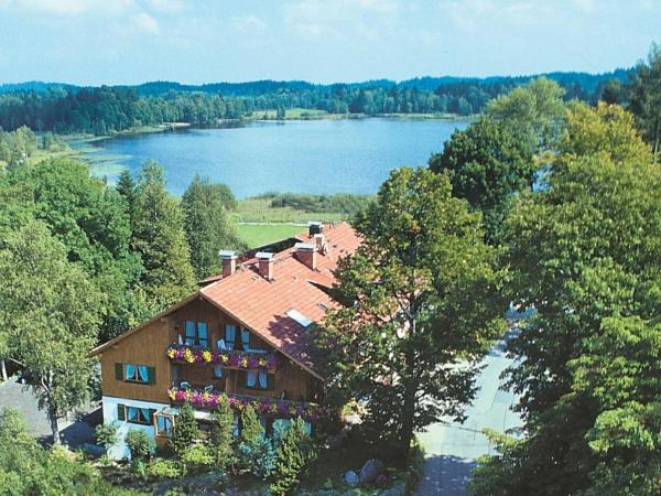 Hotel Pictures: Apartment Blumenhof Am See 1, Bayersoien