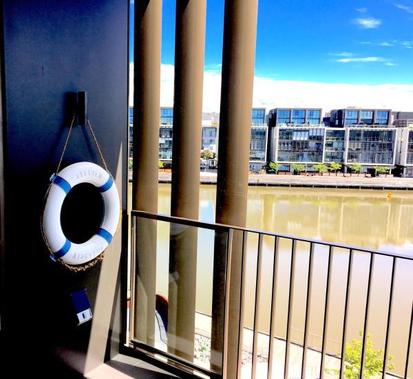 Фотографии отеля: Boutique Properties Canberra Harbour Suite, Kingston