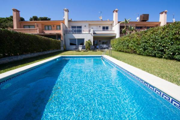Hotel Pictures: Villa Cami del Pinar, Comarruga