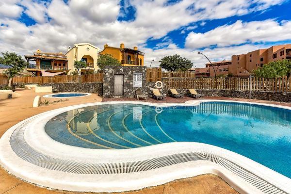 Hotel Pictures: Townhouse Golf 38SBL6, San Miguel de Abona