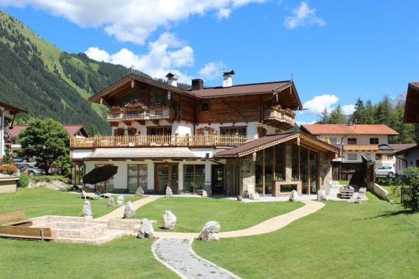 Foto Hotel: Chaletresort Lech, Holzgau