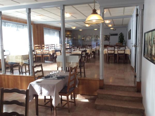 Hotel Pictures: Le Relais De La Place, Le Faou