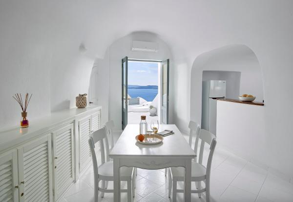 Cave Villa with Sea and Caldera View