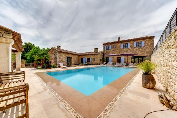 Hotel Pictures: Villa with Swimming Pool and Garden in Valbonne, Valbonne