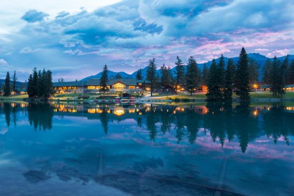 Hotel Pictures: Fairmont Jasper Park Lodge, Jasper