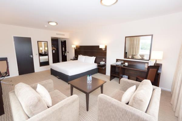 Hotel Pictures: DoubleTree by Hilton London Heathrow Airport, Hounslow