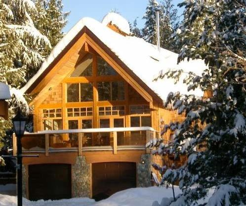 Hotel Pictures: Big Red Lodge, Rossland