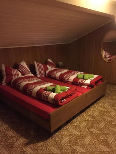 Hotel Pictures: Gemütliche Ferienwohnung im schönen Bitsch, Bitsch