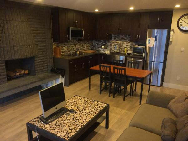 Hotel Pictures: Clean Modern 2 Bedroom House, Burnaby
