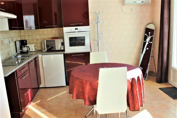 Hotel Pictures: Chez Claveau, Jonzac