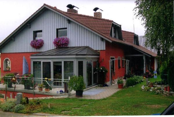Hotel Pictures: Ferienwohnung Haus Monika, Voitsried