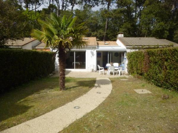 Hotel Pictures: Maison dans residence, acces direct aux plages., Jard-sur-Mer