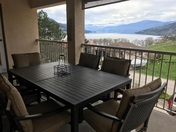 Hotel Pictures: Vernon Okanagan Lake View 4 bedroom house, Vernon