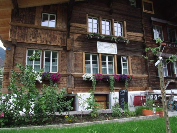 Hotel Pictures: Traditional Swiss Apartment, Wilderswil