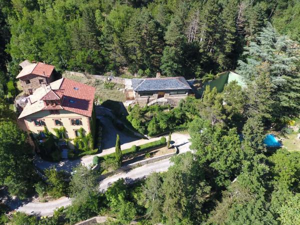 Hotel Pictures: Els Apartaments del bosc, Ribes de Freser