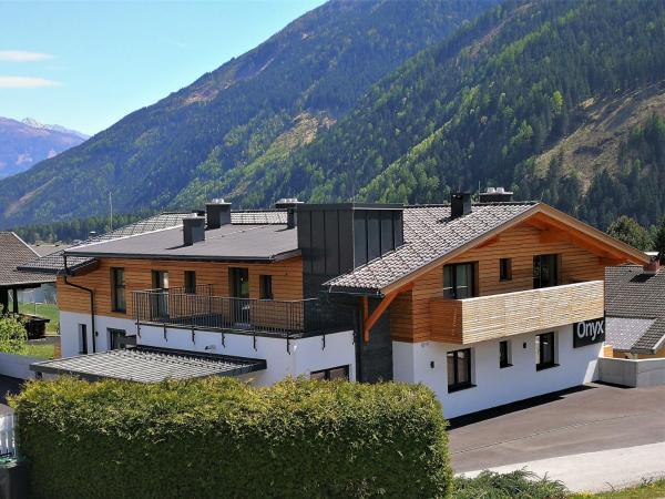 ホテル写真: Appartements Onyx, Flattach