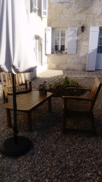 Hotel Pictures: Chambres d'Hôtes Bleynie-Ruine de Rome, Saintes
