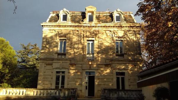 Hotel Pictures: Logis Hôtel Résidence Les Cèdres, Villeneuve-lès-Avignon