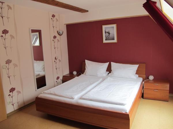 Hotel Pictures: Weinhof Michael Morbach, Zeltingen-Rachtig