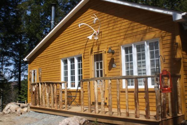 Hotel Pictures: Location Chalets au Lac Pointe-au-Chêne - La Canadienne, Grenville-sur-la-Rouge