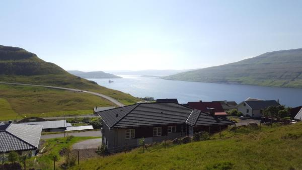 Hotel Pictures: visitHOMES Grúgvan, Lambareiði