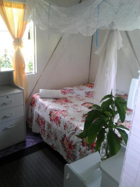 Hotel Pictures: Imeri's Funtastic Village Homestay, Namara