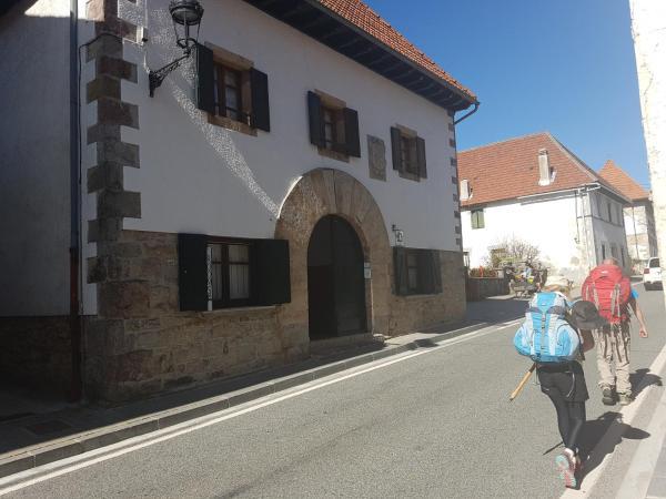 Hotel Pictures: Casa Rural Errebesena, Espinal-Auzperri