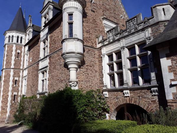 Hotel Pictures: Château De La Colaissière, Saint-Sauver-de-Landemont