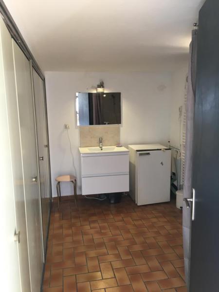 Hotel Pictures: Appartement au RDJ d'une villa avec une piscine, Aix-en-Provence