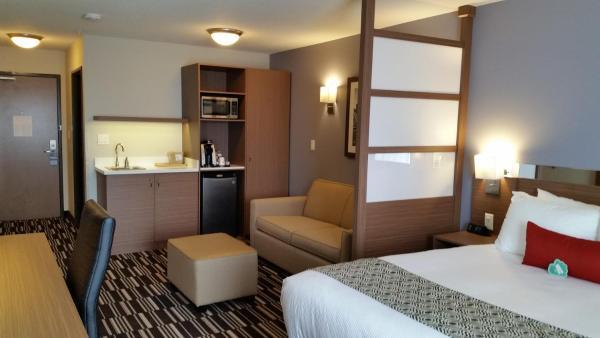 Hotel Pictures: Microtel Inn & Suites by Wyndham Bonnyville, Bonnyville