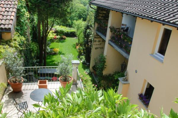Hotel Pictures: Chez Marianne, Astano