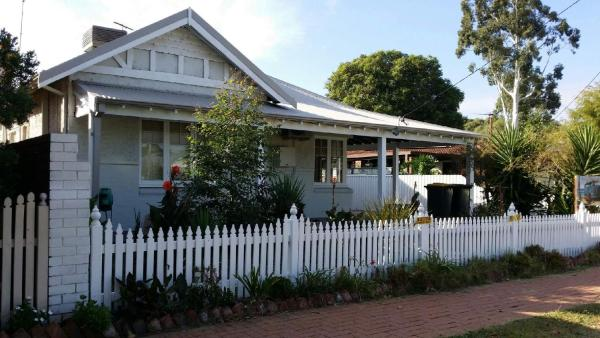 Fotos del hotel: Cosy Vintage Cottage 5 minutes from Airport, Perth