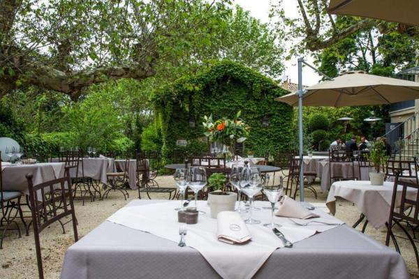 Hotel Pictures: Charme & Business Hôtel Lyon, Limonest