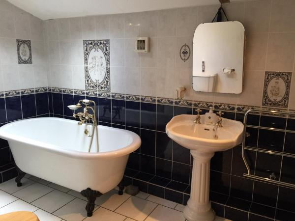 Hotel Pictures: Threshers Barn and Shire Horse Barn, Cawston