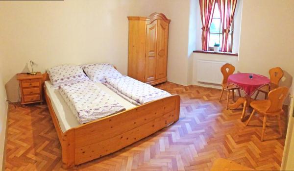 Hotel Pictures: Restaurace a penzion Stará pošta, Bečov nad Teplou
