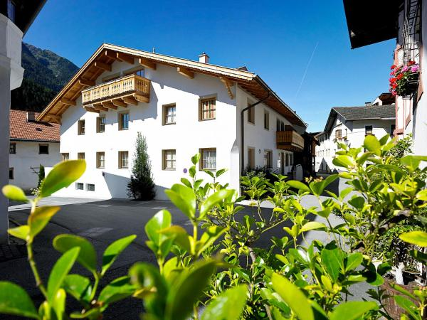 Hotel Pictures: AlpinLodges Oetz, Oetz