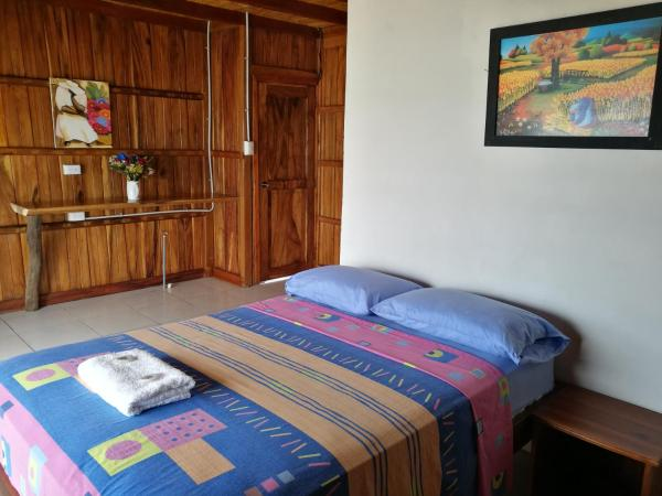 Hotel Pictures: Cocoa Inn Hostal, Canoa