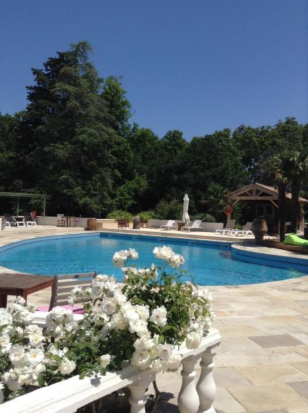 Hotel Pictures: Chateau La Roque Margaux, Servian