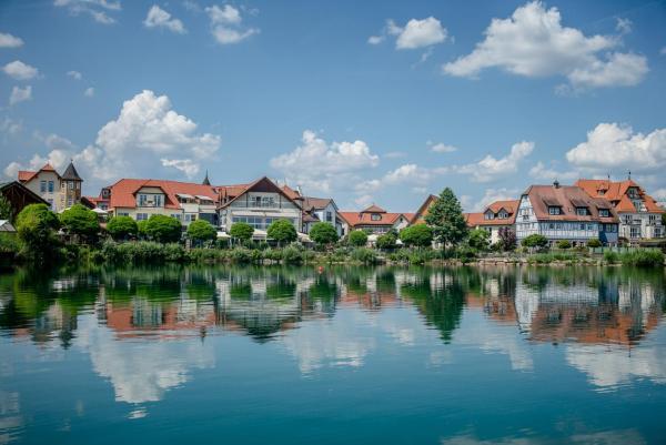 Hotel Pictures: Seehotel Niedernberg - Das Dorf am See, Niedernberg