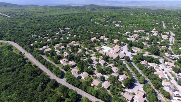 Hotel Pictures: VVF Villages Mejannes Le Clap, Méjannes-le-Clap